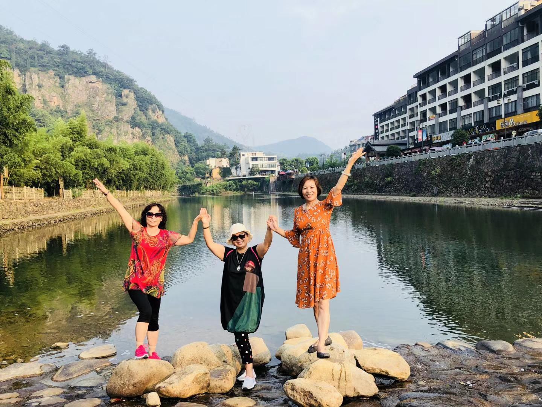 到芦茨湾游玩的上海游客